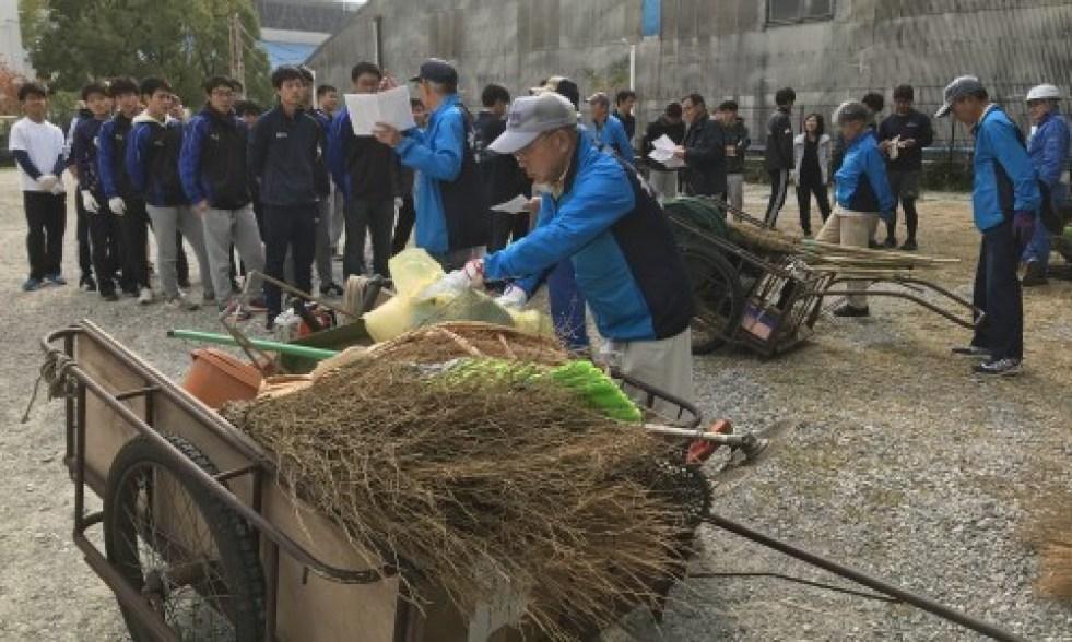 学生と合同清掃の日_a0346704_21073252.jpg