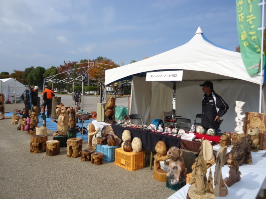 姫路城の前の公園でチェンソーカービング(^^♪_d0139932_20544534.jpg