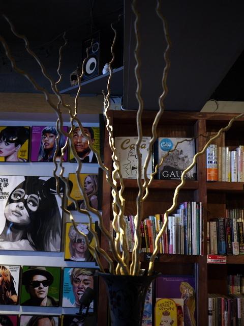 今週のWORLD BOOK CAFEさんは「コウテンクワ」。2019/11/16。_b0171193_20502028.jpg