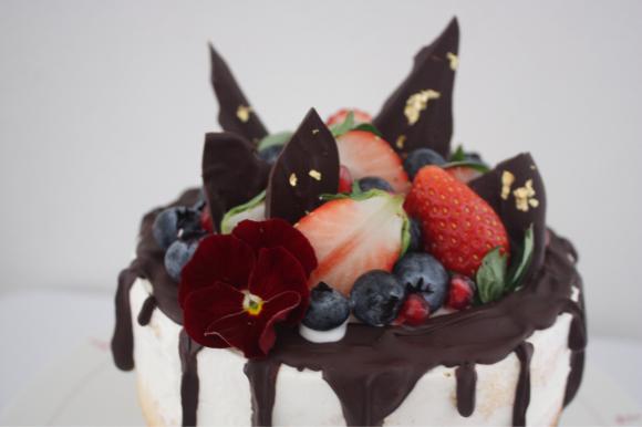 出産祝いの ネイキッドケーキ は、小悪魔的⁈_d0339705_13302405.jpg