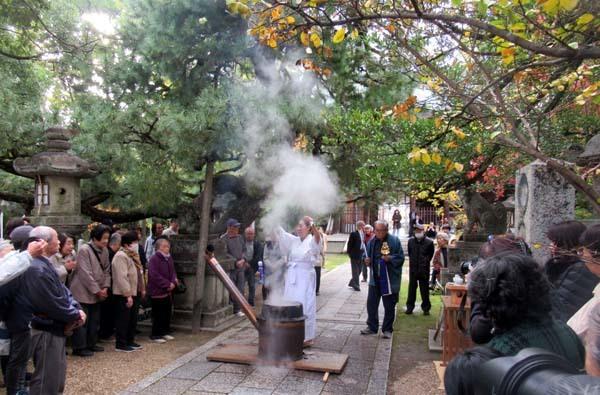 お火焚き祭 御霊神社_e0048413_20054331.jpg