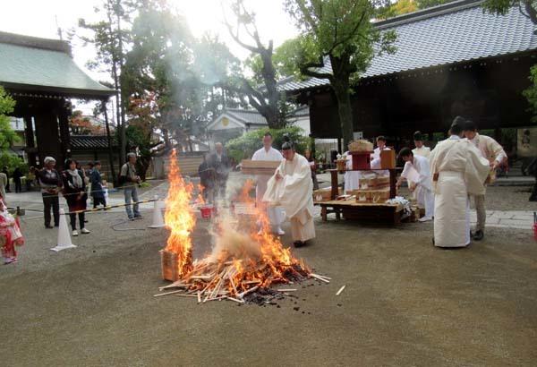 お火焚き祭 御霊神社_e0048413_20055881.jpg