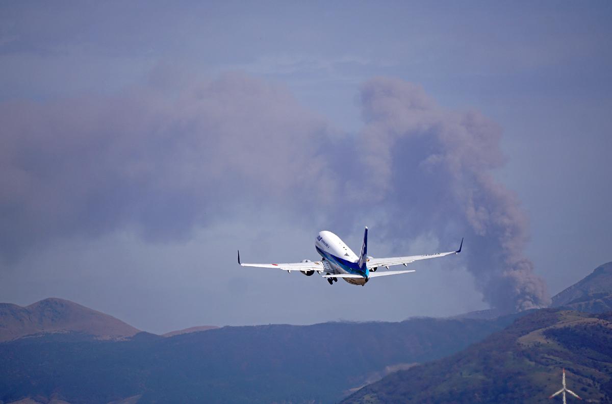 昨日の阿蘇熊本飛行場。_b0044115_02171561.jpg