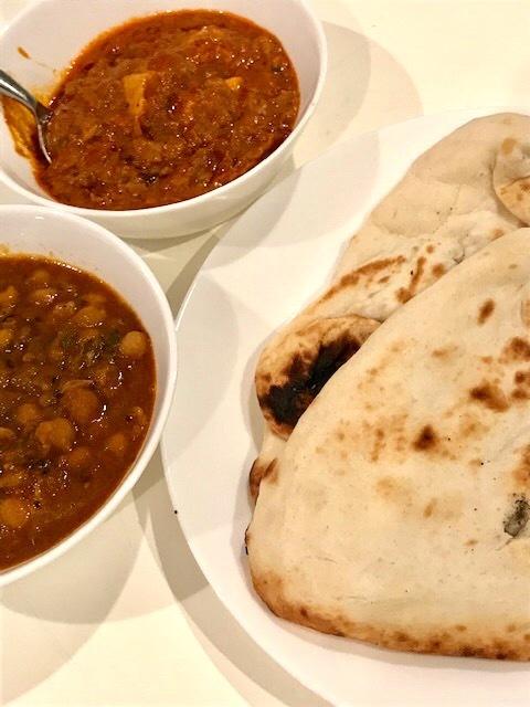 スーパーで買ったインドカレーで夕食 _d0269832_23170401.jpeg