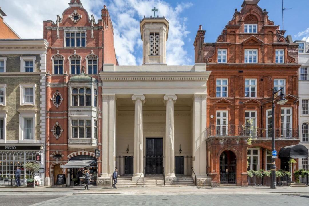教会から変身したマーケット ロンドンメイフェアー_f0380234_02224543.jpg