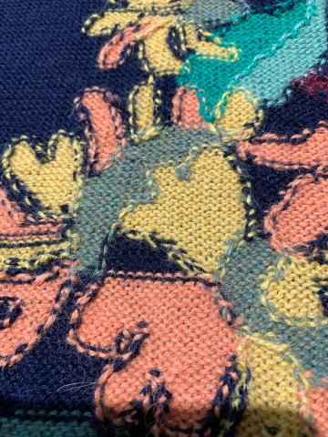 新作 アルパカニットのワンピース入荷(黄色いお花柄)_d0187468_12112218.jpg