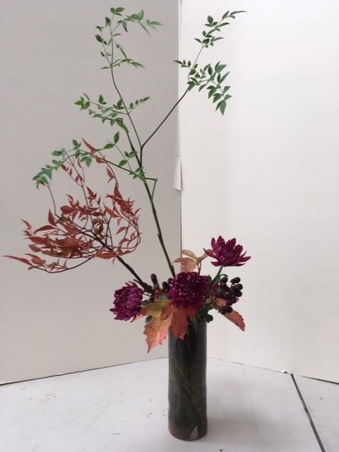 自画自賛の生け花に秋を感じる_e0350971_11564107.jpg