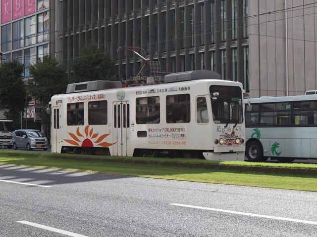 鹿児島市内を快走する可愛い路面電車、鹿児島の観光に路面電車が大活躍・・・観光都市にラッピング路面電車の楽しさ_d0181492_23312753.jpg