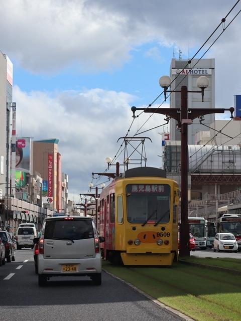 藤田八束の路面電車写真@鹿児島市電の路面電車、谷山駅から西鹿児島駅までの鹿児島市内を走ります。観光に最適な路面電車、ラッピングが楽しい路面電車_d0181492_23373375.jpg