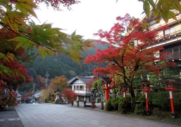紅葉が盛り 鞍馬_e0048413_19533831.jpg