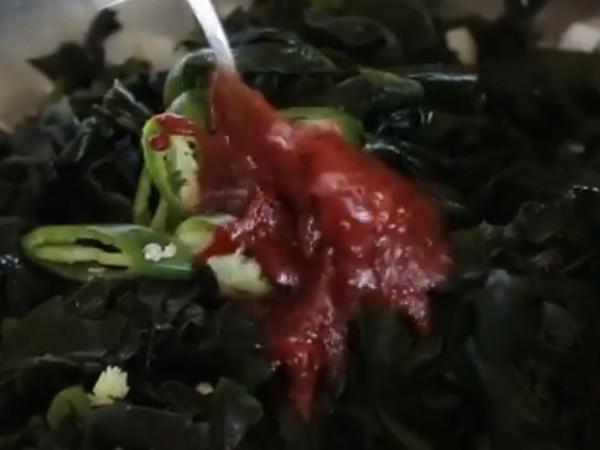 【コラム】三食ごはん 漁村編2 第8話 天然ワカメの冷たいスープ_c0152767_20032800.jpg