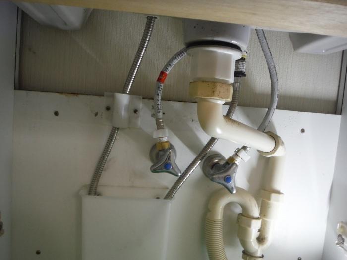 小工事 ~ キッチンと洗面台水栓取替え。_d0165368_03275453.jpg