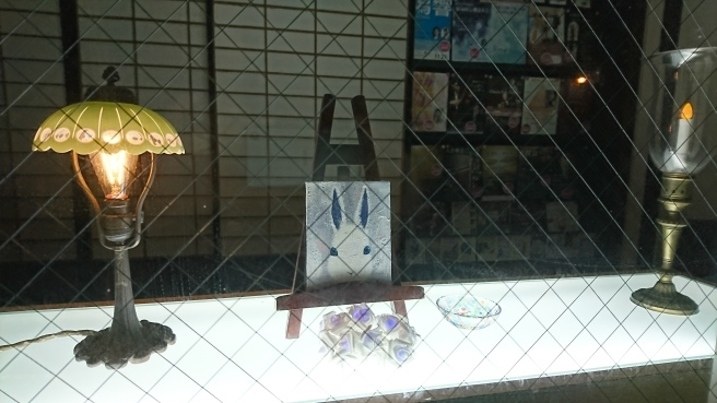 新潟気鋭の若手画家、黒木リンさんミニコーナー展開中。_e0046190_17464382.jpg