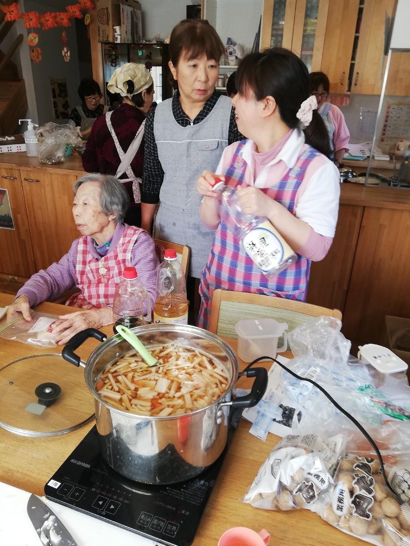 1F 家族食事交流会_f0376200_11075125.jpg