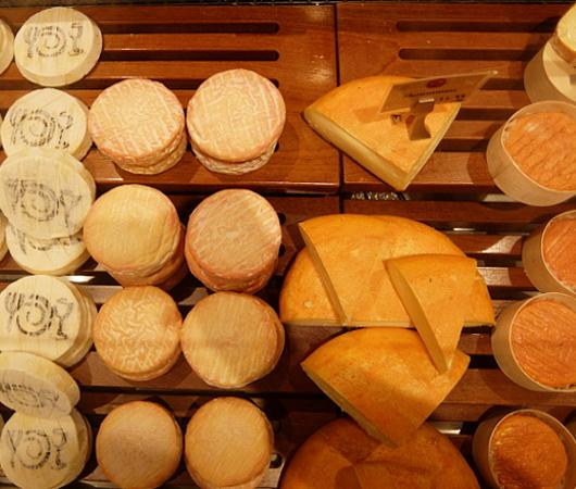 ウェグマンズのチーズ試食コーナーは「食」の体験型エンターテインメント_b0007805_03163526.jpg