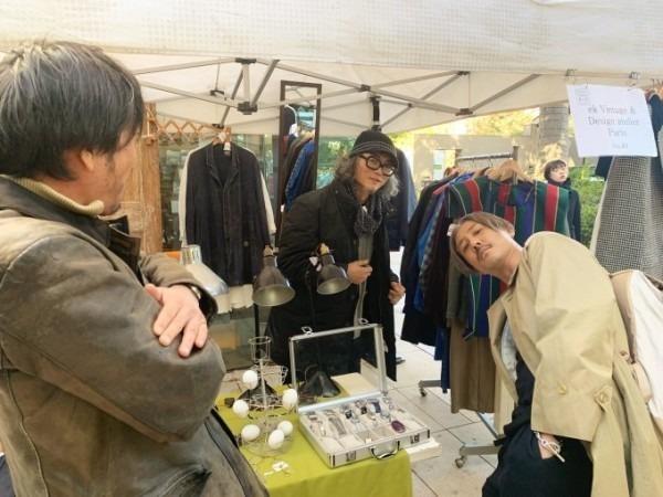 お休みをいただき散歩です。 入荷バーバリーのコート。ローデンクロス、一枚袖、カシミア_f0180307_21302393.jpg