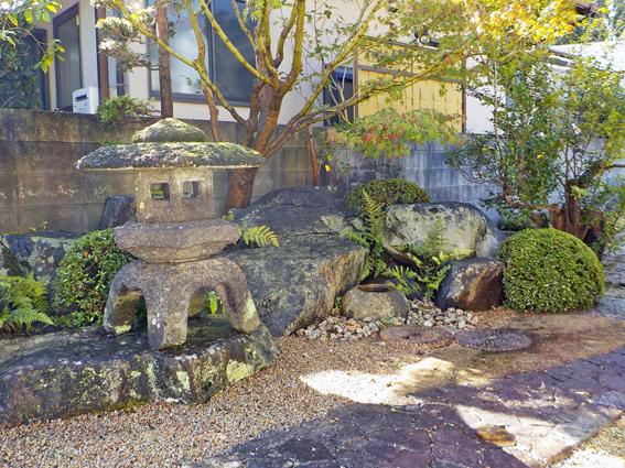 石と樹木を楽しむ庭_f0045132_17170254.jpg