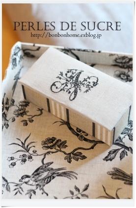 自宅レッスン  引き出し付き円筒形の箱 シャルニエの箱 ハート形の箱 ハウス型の箱 トレイ(大) キャレスタイル ナイトライト_f0199750_20463690.jpg
