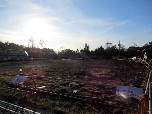 残る紅葉 * レッドカーペット&まだまだ続くホテル建設ラッシュ!_f0236260_15424267.jpg