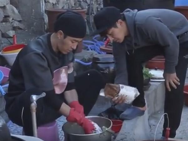 【コラム】三食ごはん 漁村編2 第8話 ついにタコを捕獲_c0152767_19470021.jpg