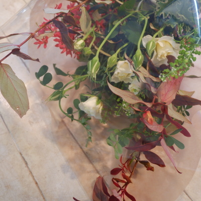 オークリーフ花の教室(落合さんの作品・秋バラをそれぞれの花束に・・)_f0049672_19175914.jpg