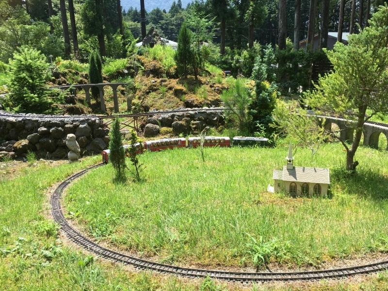 素敵な庭園で鉄道模型を楽しむガーデンレイルウェイ・カフェ。_d0367998_09501062.jpeg