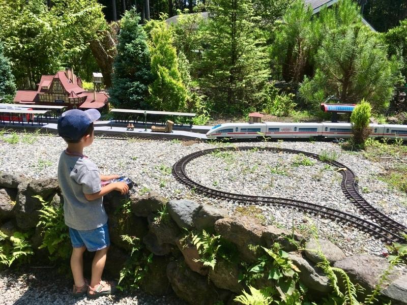 素敵な庭園で鉄道模型を楽しむガーデンレイルウェイ・カフェ。_d0367998_09510300.jpeg