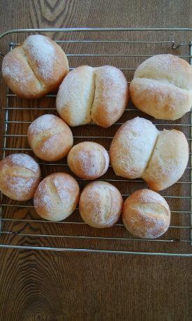 ライ麦と全粒粉のレーズン・ナッツ入りパン & ブレッチェン_b0254207_18425708.jpg