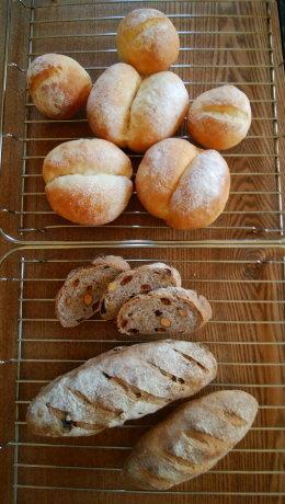 ライ麦と全粒粉のレーズン・ナッツ入りパン & ブレッチェン_b0254207_18432999.jpg