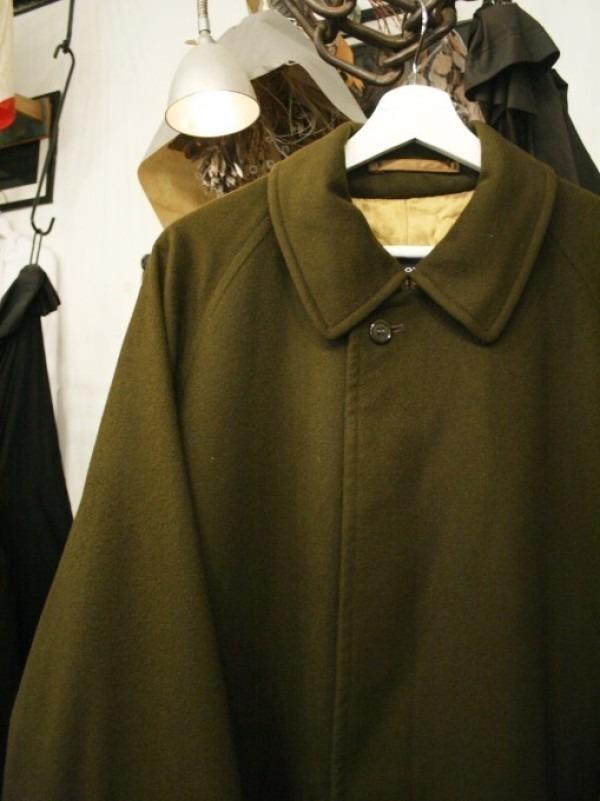 お休みをいただき散歩です。 入荷バーバリーのコート。ローデンクロス、一枚袖、カシミア_f0180307_03242634.jpg