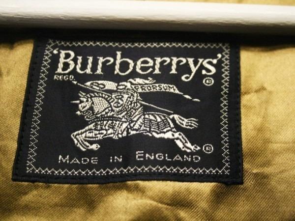 お休みをいただき散歩です。 入荷バーバリーのコート。ローデンクロス、一枚袖、カシミア_f0180307_03242724.jpg