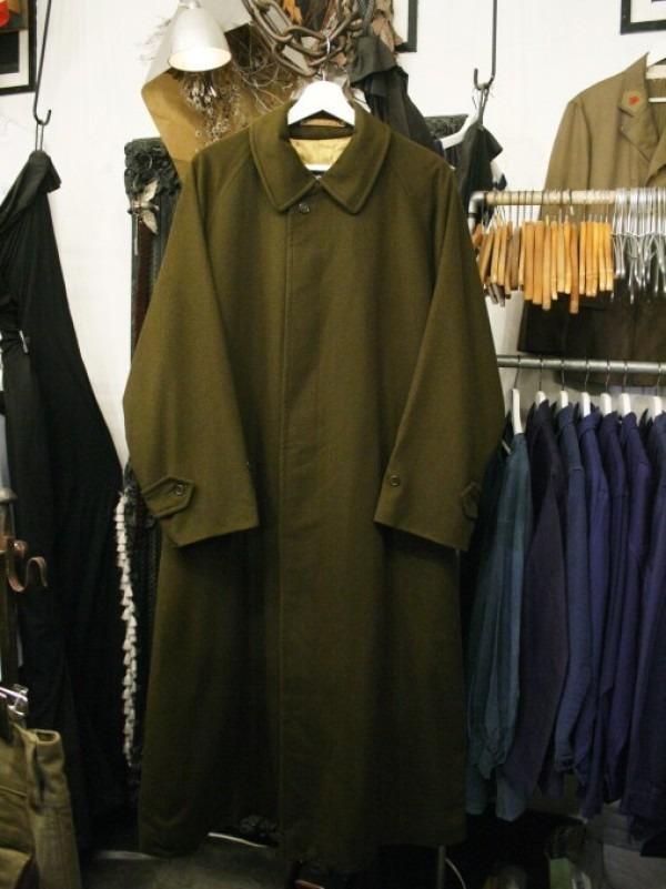 お休みをいただき散歩です。 入荷バーバリーのコート。ローデンクロス、一枚袖、カシミア_f0180307_03242800.jpg