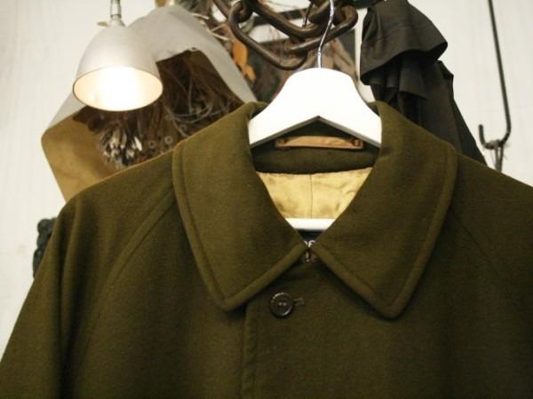 お休みをいただき散歩です。 入荷バーバリーのコート。ローデンクロス、一枚袖、カシミア_f0180307_03243177.jpg