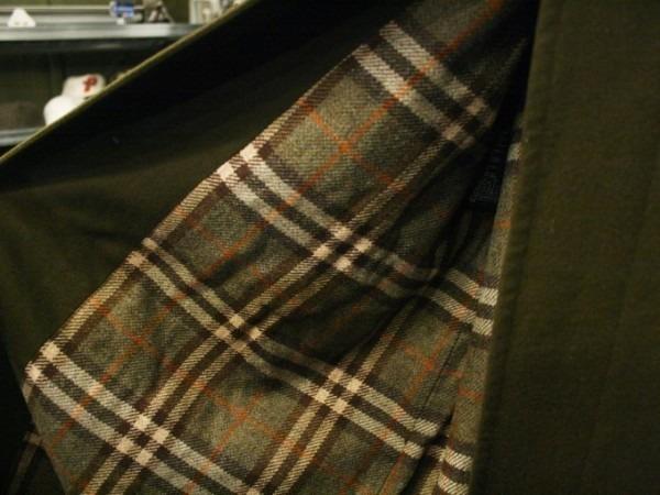 お休みをいただき散歩です。 入荷バーバリーのコート。ローデンクロス、一枚袖、カシミア_f0180307_03243299.jpg