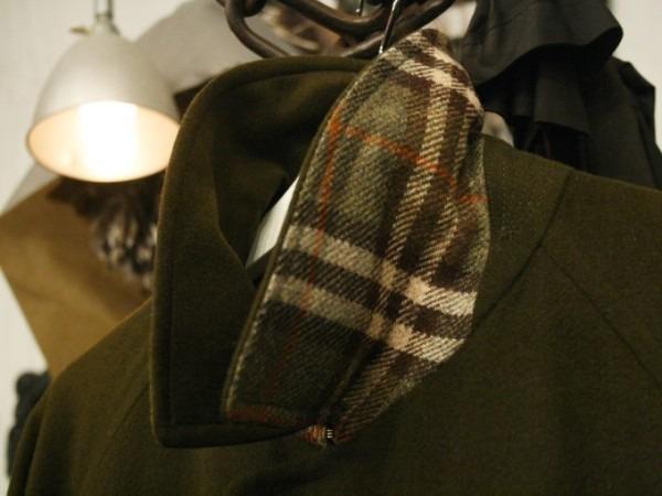 お休みをいただき散歩です。 入荷バーバリーのコート。ローデンクロス、一枚袖、カシミア_f0180307_03243303.jpg