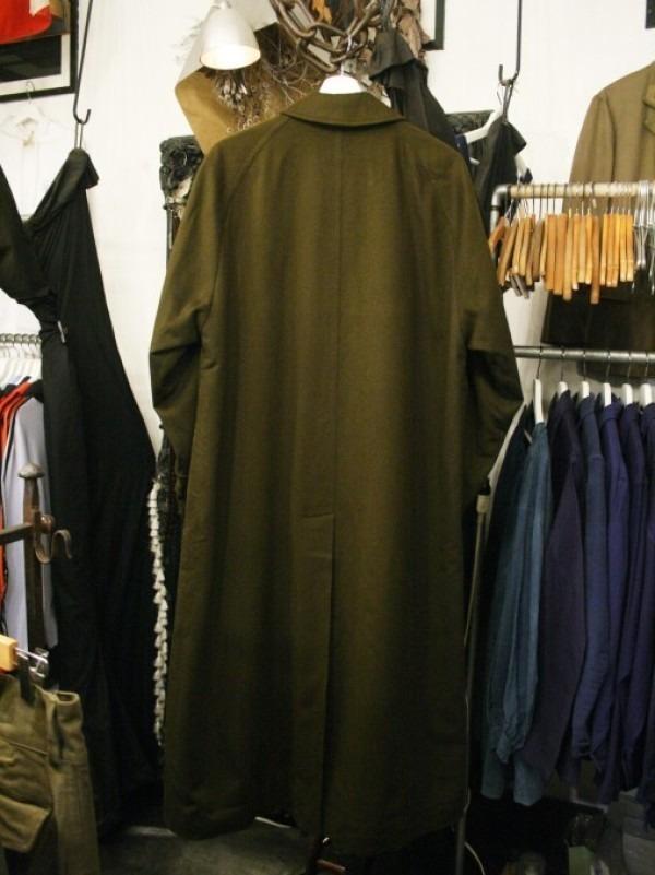 お休みをいただき散歩です。 入荷バーバリーのコート。ローデンクロス、一枚袖、カシミア_f0180307_03243306.jpg
