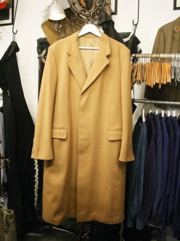 お休みをいただき散歩です。 入荷バーバリーのコート。ローデンクロス、一枚袖、カシミア_f0180307_03282675.jpg
