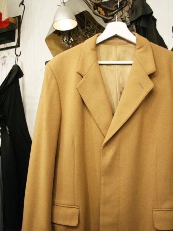 お休みをいただき散歩です。 入荷バーバリーのコート。ローデンクロス、一枚袖、カシミア_f0180307_03282701.jpg