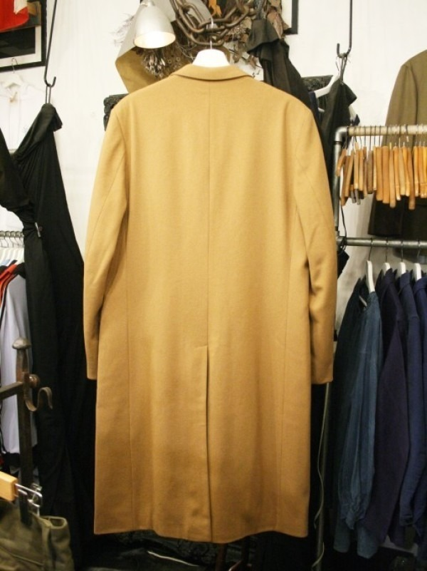 お休みをいただき散歩です。 入荷バーバリーのコート。ローデンクロス、一枚袖、カシミア_f0180307_03282823.jpg