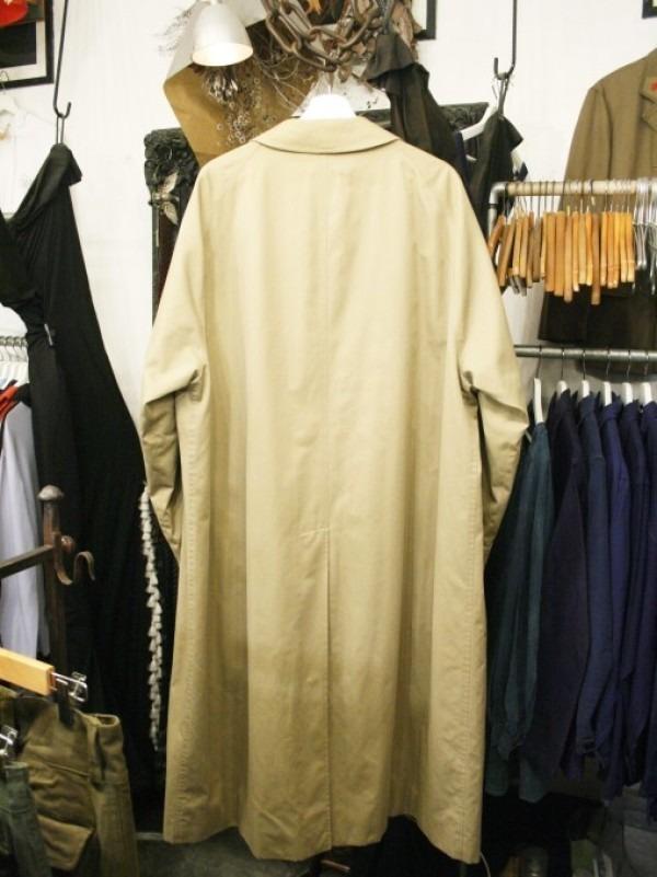 お休みをいただき散歩です。 入荷バーバリーのコート。ローデンクロス、一枚袖、カシミア_f0180307_03345721.jpg