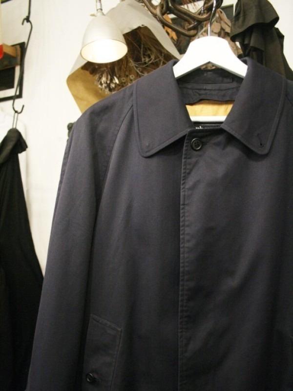 お休みをいただき散歩です。 入荷バーバリーのコート。ローデンクロス、一枚袖、カシミア_f0180307_03364851.jpg