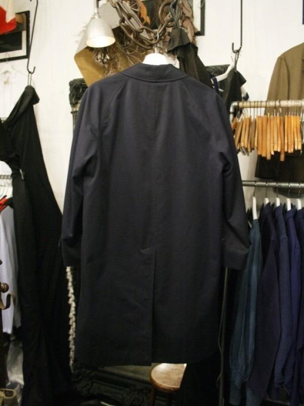 お休みをいただき散歩です。 入荷バーバリーのコート。ローデンクロス、一枚袖、カシミア_f0180307_03364920.jpg