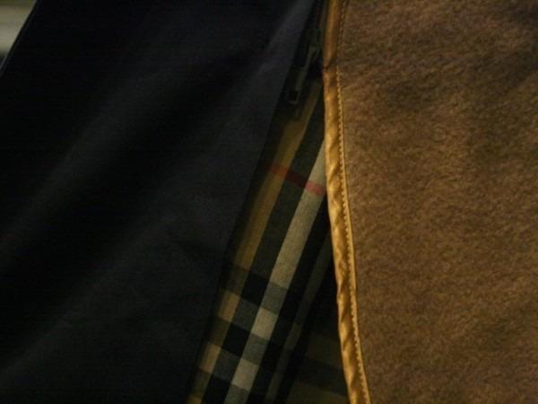お休みをいただき散歩です。 入荷バーバリーのコート。ローデンクロス、一枚袖、カシミア_f0180307_03365040.jpg