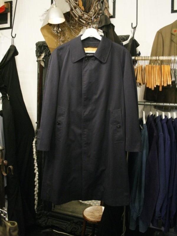 お休みをいただき散歩です。 入荷バーバリーのコート。ローデンクロス、一枚袖、カシミア_f0180307_03365109.jpg