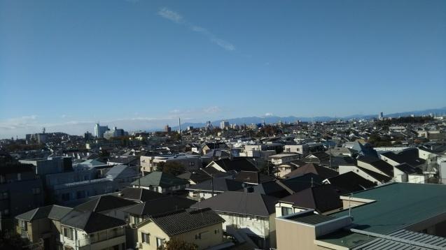 丹沢主脈の向こうに富士山_e0232277_14273170.jpg