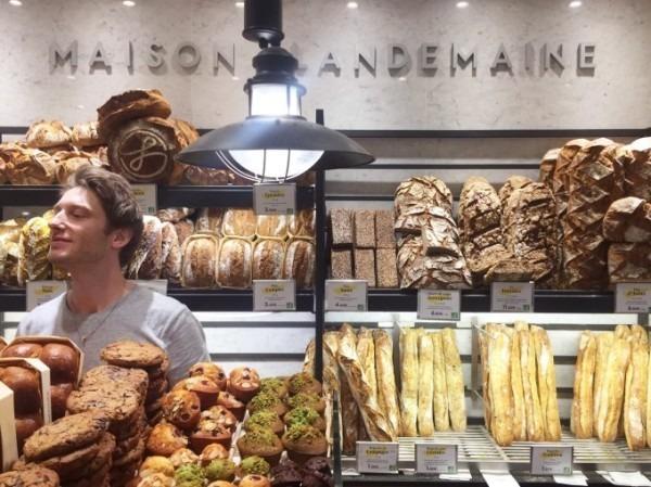 令和最初のヨーロッパ買い付け後記8 簡単に。有名なパン屋さん任せ。入荷モールスキンワークジャケット!黒&青_f0180307_20423195.jpg