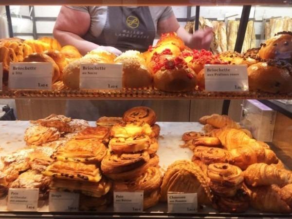 令和最初のヨーロッパ買い付け後記8 簡単に。有名なパン屋さん任せ。入荷モールスキンワークジャケット!黒&青_f0180307_22590771.jpg