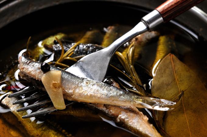メシ通『魚介を使った簡単レシピ』 ☆ 目刺しでオイルサーディン!?_d0069838_10255146.jpg
