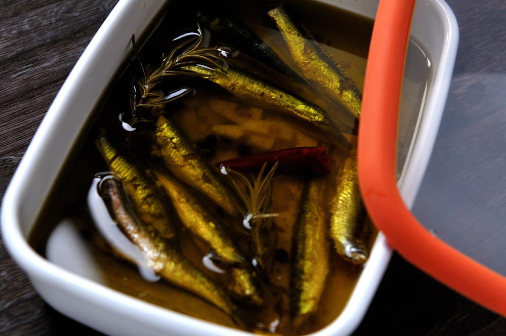 メシ通『魚介を使った簡単レシピ』 ☆ 目刺しでオイルサーディン!?_d0069838_10260367.jpg