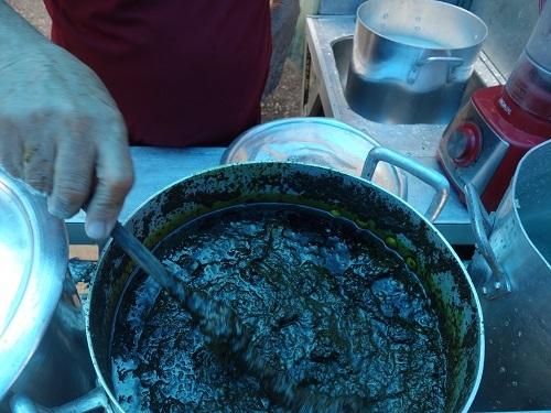 パラー州の郷土料理その3.キャッサバの葉の煮込み、マニソバ Maniçoba_c0030645_02195211.jpg